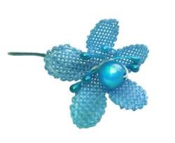 - incili Ve Tomurcuklu Mavi Çiçek