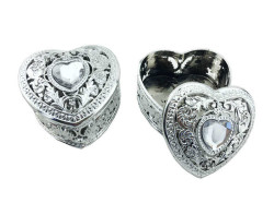 - Kutu Kalp Modeli Üstü Taşlı Gümüş