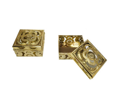 Kutu Kare Şeklinde Altın 3*5,5cm