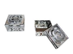 - Kutu Kare Şeklinde Gümüş 3*5,5cm