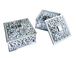 - Plastik Küçük Boy Gümüş Kutu